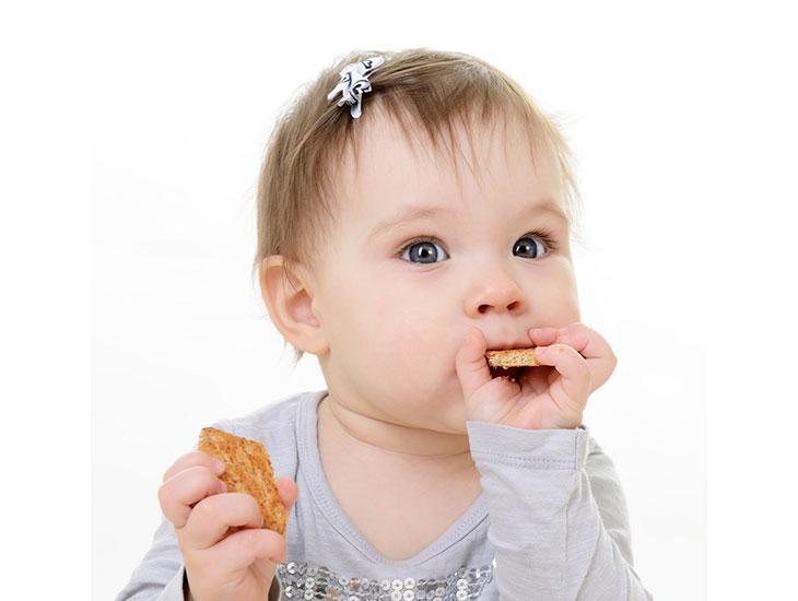 Nguyên nhân trẻ biếng ăn do thói quen ăn vặt